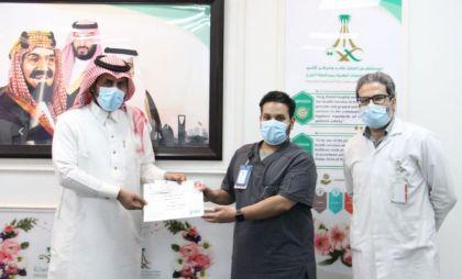 """شهادة """" تميز"""" لـ""""علي خليل"""" من مستشفى الملك خالد ومركز الأمير سلطان بالخرج"""