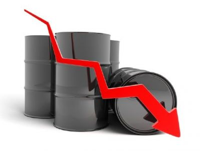 «فايننشال تايمز» ترصد أسباب تراجع أسعار النفط رغم التعهدات السعودية والروسية